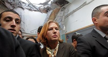 Israeli Foreign Minister Tzipi Livni (center) at a rocket-bombed school in southern Israel
