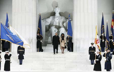 U.S. President-elect Barack Obama and his wife Michelle arrive at the 'We Are One' Inaugural Celebration at the Lincoln Memorial in Washington, January 18, 2009.