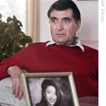ap-iran-father-of-roxana-saberi-eng-210-28feb09