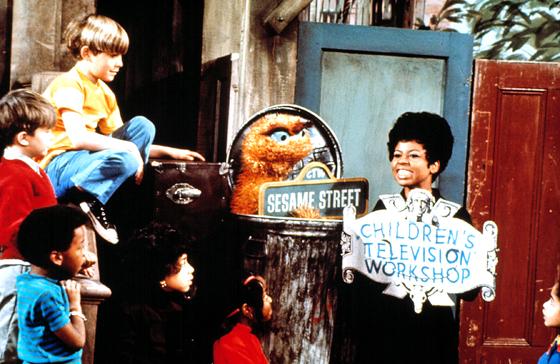 Feature-Sesame-Streets-40th-Birthday-Wk-46-Nov09-Gallery-2